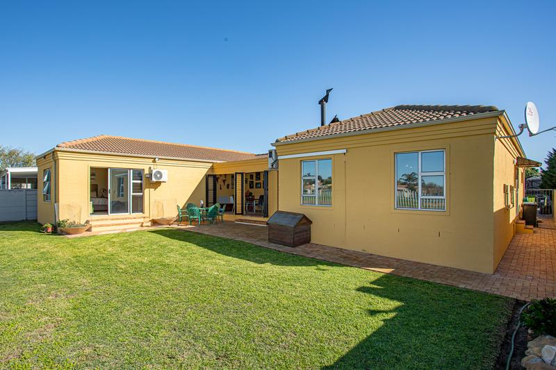 Property For Sale in Uitzicht, Cape Town 22