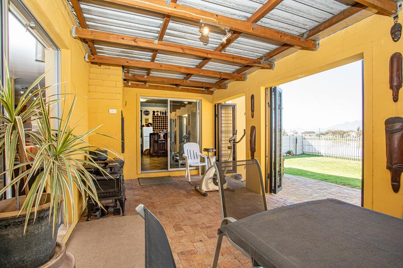 Property For Sale in Uitzicht, Cape Town 18